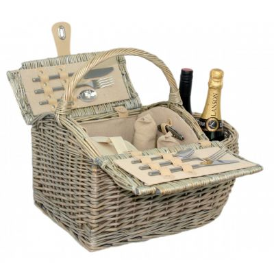 Romantic luxury picnic basket for two