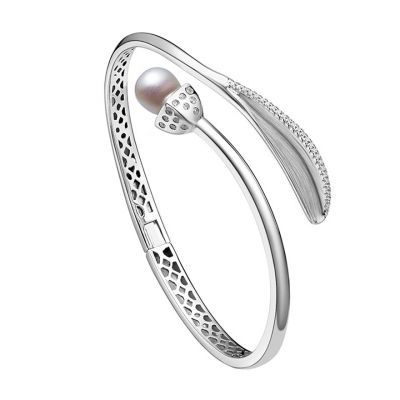 Snowdrop pearl and leaf bangle